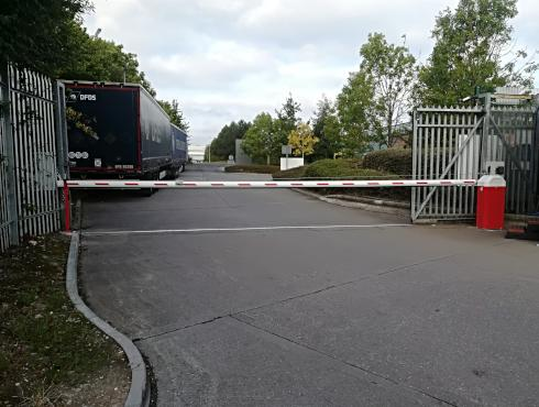 This Barrier is a HD with a 9M pole in closed position installed September 2020 At a transport yard for entry/exit.